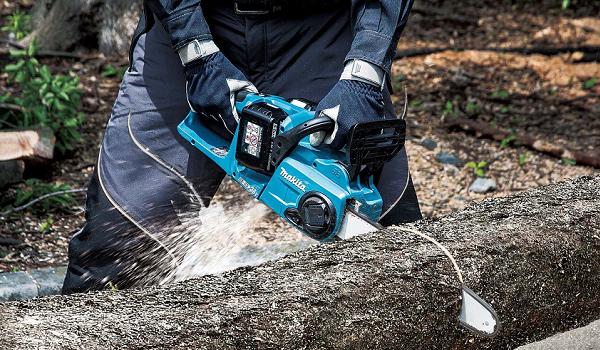 Makita's new twin 18V (36v) cordless chainsaw matches petrol performance