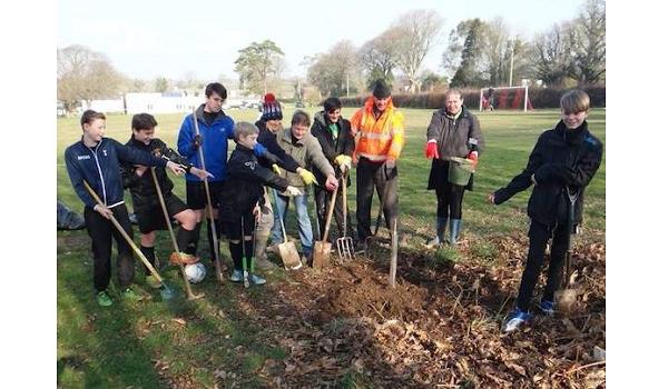 'I Dig Trees' volunteers plant trees in Cornwall
